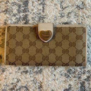 Gucci white long gg canvas heart wallet